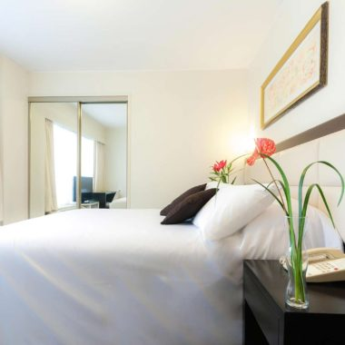 Habitación simple, vista exterior, Roosevelt Hotel & Suites, Miguel Dasso, Lima.