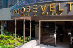 Entrada al Roosevelt Hotel & Suites