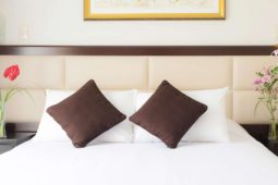 Cabecera de cama matrimonial, Roosevelt Hotel & Suites, San Isidro, lima.
