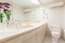 Bathroom, baño, Roosevelt Hotel & Suites, San Isidro, lima.