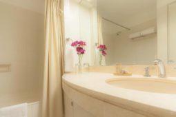 Bathroom Roosevelt Hotel & Suites, San Isidro, lima