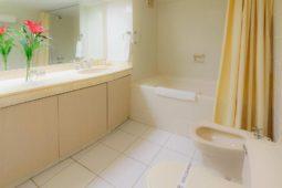 Habitación ejecutiva, servicios higienicos - Roosevelt Hotel, San Isidro,
