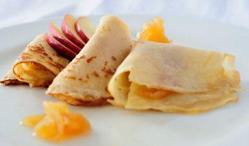 Crepes Rellenos de Manzanas al Caramelo